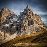 Итальянское rolle passo горных вершин стоковые изображения rf