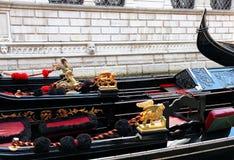 Италия. Венеция. Детали типичных venitian гондол Стоковое Изображение