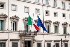 Италия и флаг Европейского союза на здании стоковая фотография rf
