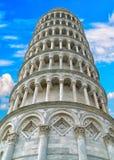 Италия полагаясь башня pisa Стоковые Изображения