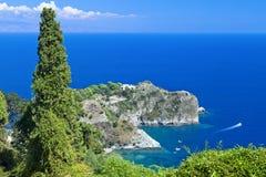 Италия, Сицилия, залив Taormina, панорамный взгляд каподастра Taormina и Стоковое фото RF