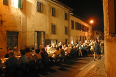 Италия, Тоскана, Флоренс, Bagno деревня Ripoli, обедающий на дорогу Стоковые Фотографии RF
