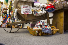 Италия, Alberobello: товар для продажи в типичном магазине Стоковое Фото