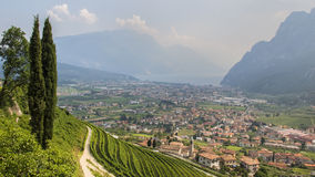 Италия, Riva del Garda, взгляд на озере Garda Стоковая Фотография RF
