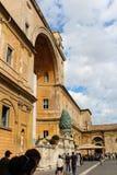 Италия rome vatican Della Pigna Фонтаны (фонтан конуса сосны) Стоковые Фотографии RF