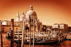 Италия venice Гондолы на грандиозном канале и базилике салюта Стоковое Фото