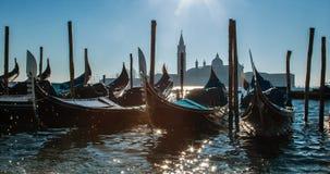 Италия venice Изумительные взгляды грандиозного канала в утре Гондолы на пристани Стоковые Изображения