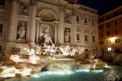 Итальянка фонтана Trevi: Фонтана di Trevi в Риме, Италии Стоковое Изображение RF