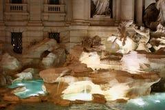 Итальянка фонтана Trevi: Фонтана di Trevi в Риме, Италии Стоковая Фотография