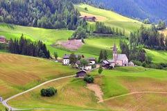Итальянская деревня в доломитах Стоковое Изображение RF