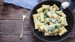 Итальянская еда макаронных изделий видеоматериал