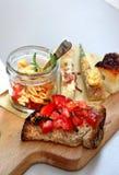 Итальянская еда с макаронными изделиями, частями пиццы и bruschetta Стоковые Изображения