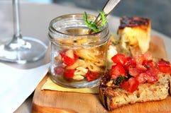 Итальянская еда с макаронными изделиями, частями пиццы и bruschetta Стоковое Изображение