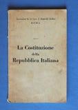Итальянская книга конституции в Риме Стоковые Изображения
