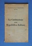 Итальянская книга конституции в Риме Стоковое Изображение RF