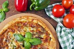 Итальянская домодельная пицца стоковое фото rf