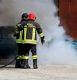 Итальянская пожарная команда с письмом на равномерном огне смысла Стоковая Фотография RF