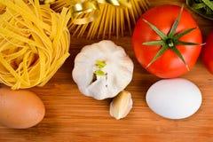 Итальянские ингридиенты еды макаронных изделия Стоковые Фото