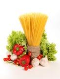 Итальянские макаронные изделия и овощи Стоковое фото RF