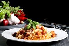 Итальянские макаронные изделия с баклажаном Стоковые Изображения