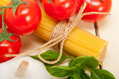 Итальянские основные ингридиенты макаронных изделий Стоковые Фото