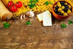 Итальянские пищевые ингредиенты кухни Стоковое фото RF