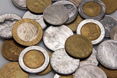 Итальянские старые лиры монеток, года сбора винограда Стоковые Изображения RF