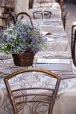 Итальянские таблицы ресторана стоковое фото rf