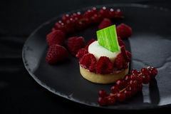 Итальянский десерт - чизкейк с ягодами Стоковые Изображения
