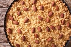 Итальянский конец Sbrisolona торта миндалины вверх в блюде выпечки горизонт Стоковое Фото