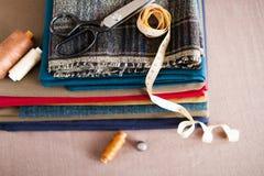 Итальянский костюм ткани, портняжничая традицию, красочную ткань и tai Стоковое Фото