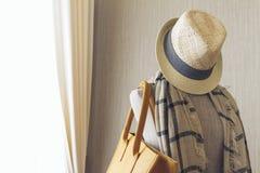 Итальянский современный модельный дом: Вешалка одежд Стоковые Изображения RF