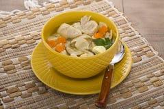 Итальянский суп с макаронными изделиями цыпленка и гриба Стоковое Изображение RF