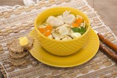 Итальянский суп с макаронными изделиями цыпленка и гриба Стоковое Изображение
