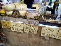 Итальянский сыр в продаже Стоковое фото RF