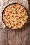 Итальянский торт Sbrisolona миндалины в блюде выпечки вертикальная верхняя часть соперничает Стоковая Фотография RF