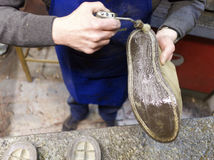 итальянский shoemaker стоковые фотографии rf
