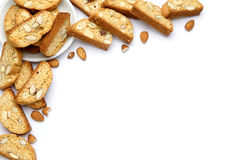 Итальянское печенье cantuccini с завалкой миндалины белизна изолированная предпосылкой Стоковые Фотографии RF