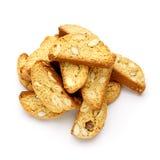 Итальянское печенье cantuccini с завалкой миндалины белизна изолированная предпосылкой Стоковая Фотография