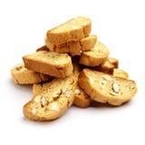 Итальянское печенье cantuccini с завалкой миндалины На белой предпосылке Стоковые Изображения RF