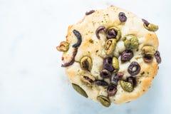 Итальянское foccacia с оливками Стоковое Фото