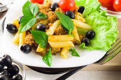 Итальянское rigatoni макаронных изделий с bolognese соусом Стоковое Изображение RF