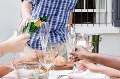 лить стекел шампанского Стоковая Фотография RF