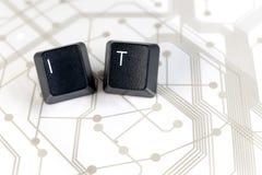 ИТ, 2 клавиши на клавиатуре с письмами i и t на монтажной плате Стоковая Фотография