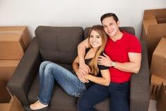 их пар счастливое домашнее новое Стоковая Фотография RF