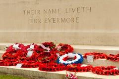 Их liveth имени для evermore маков Стоковая Фотография