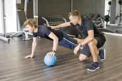 личный тренер тренирующей Стоковые Фото