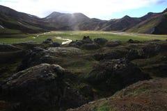 Июль в Исландии, одном из возникновений Landmannalaugar стоковые изображения