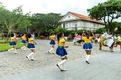 Июнь 30,2018: Чирлидеры танцуя во время азиатского буйвола маршируют на филиппинки Кас Las, Bataan, Филиппины Стоковые Изображения RF