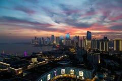 Июнь 2018 - Qingdao, Китай - заход солнца на олимпийском плавая центре стоковое изображение rf